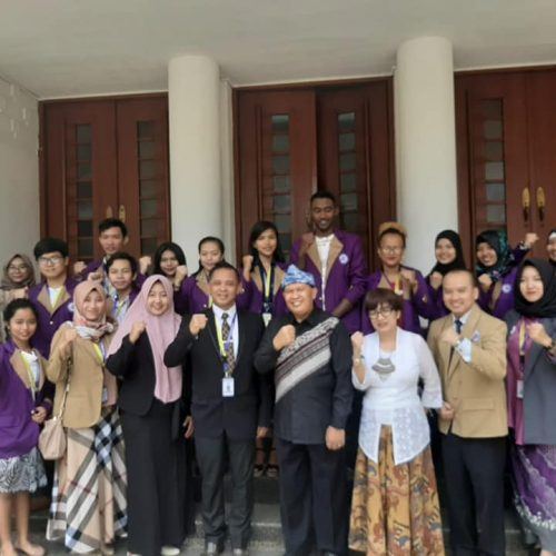 Meeting with the Mayor of Bandung related to the international class